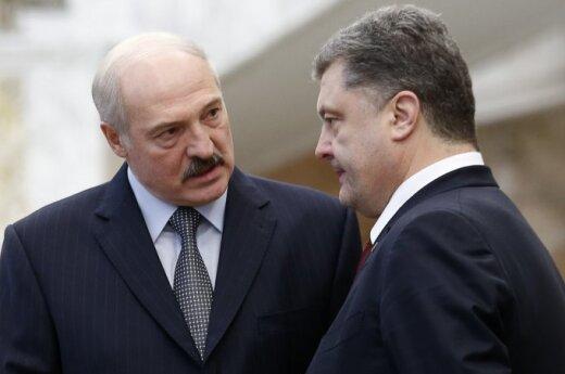 "Порошенко принес извинения Лукашенко за разворот самолета ""Белавиа"""