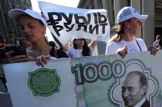 Россия в тисках санкций: рубль падает, кризис кредитования нарастает