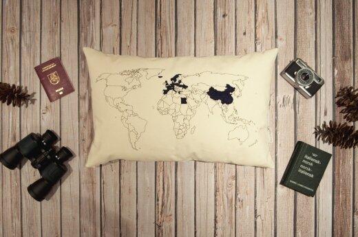 Jauna kretingiškė sukūrė unikalią pagalvę keliautojams