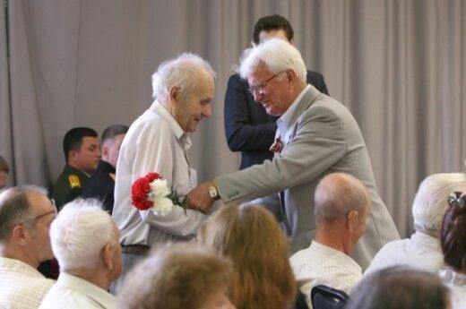 Посольство РФ наградило ветеранов медалями