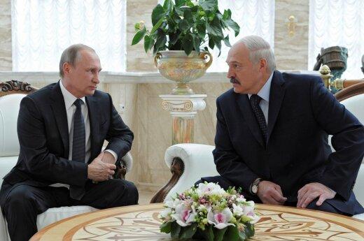 Как Минску становится все труднее и с Россией, и с Западом