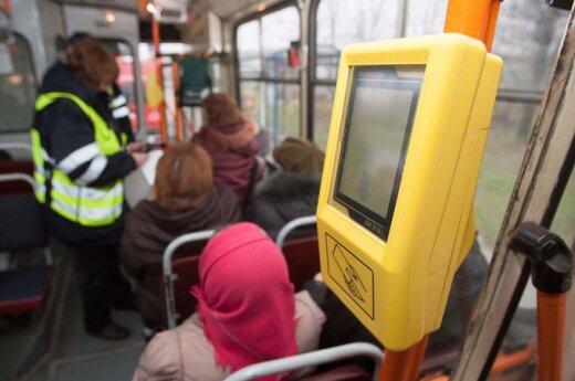 Kaip tautietis ant autobuso grindų voliojosi