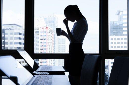 Nuvykite tingulį ir ligas: 5 pratimai tiesiog darbo kėdėje