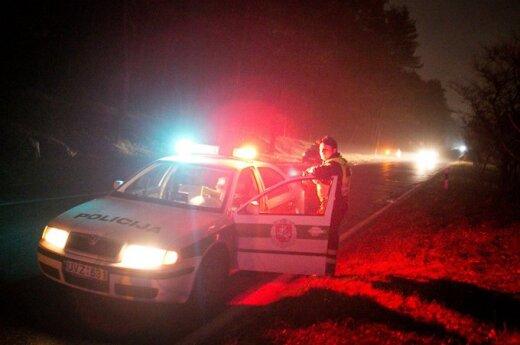 Пьяный конфликт: мужчина толкнул сожительницу под колеса машины