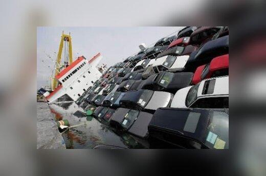 Padėvėtos mašinos įstrigo dėl gaisro pasvirusiame Libano laive, Antverpeno uoste.