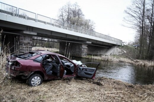 Вильнюсская полиция спасла тонувшую в автомобиле девушку