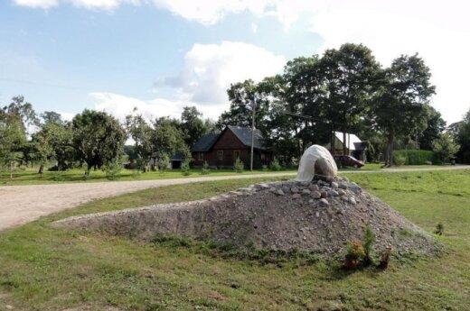 Karališkojo Dauliūnų kaimo 350 metų jubiliejus. Iš asmeninio J. Narbučio archyvo