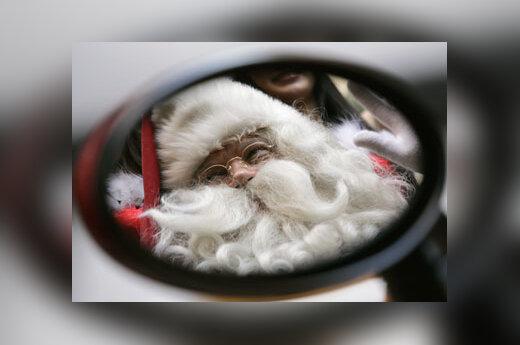 Kalėdų seneliu persirengęs suomis