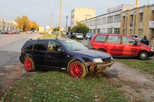 """Susidūrusių """"Volkswagen"""" vairuotojai be policijos kaltės nerado"""