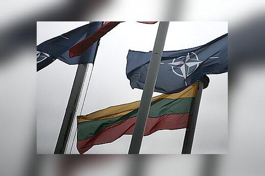 NATO ir Lietuvos vėliavos