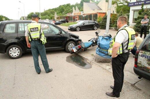 В Каунасе VW Touran столкнулся с мотоциклом