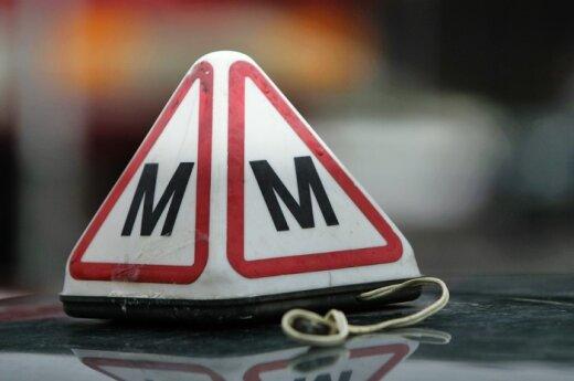 Būsimų vairuotojų laukia brangesni vairavimo kursai