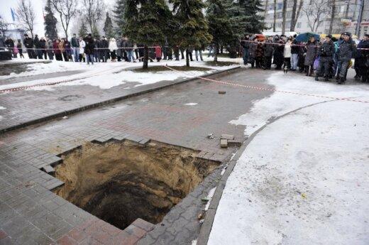 В Брянске нашли младенца, провалившегося в канализацию