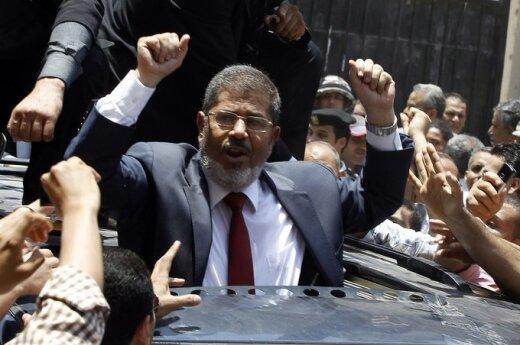 Egipt: Prezydent Mursi cementuje sojusz Bractwa i wojska