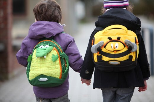"""Kreipiuosi į išsigandusias """"supermamas"""": 3 priežastys vaikams į mokyklą eiti nuo 6-erių"""