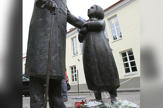 Cemachui Šabadui atminti skirta skulptūra