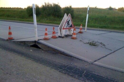 Gelžbetoniniai blokai kelyje M. Statkaus nuotr.