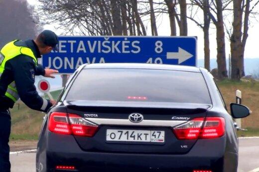 Akibrokštas vairuotojams: sustabdę pareigūnai nustebino