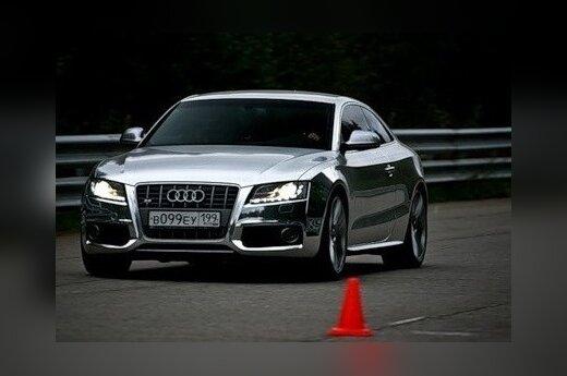"""Chromuotas """"Audi S5"""" iš Maskvos"""