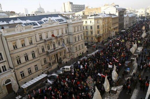 Per 36 Lenkijos miestus nusirito protestai