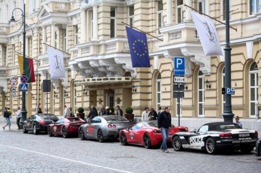 В центре Вильнюса - суперавтомобили