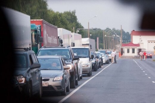 Премьер: очереди на границе Россия может создавать из-за председательства Литвы в ЕС