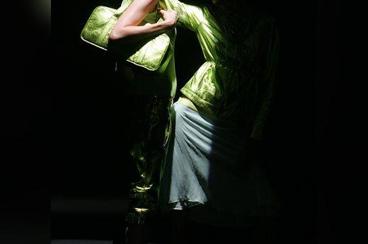Modeliai demonstruoja ukrainiečių dizainerės Stanislassia Klein sukurtus drabužius Paryžiaus mados savaitėje.