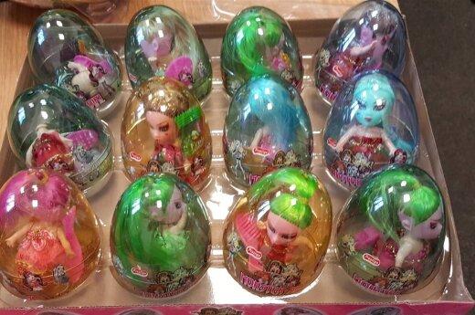 Литовская таможня уничтожила сотни тысяч подделок детских игрушек и конфет