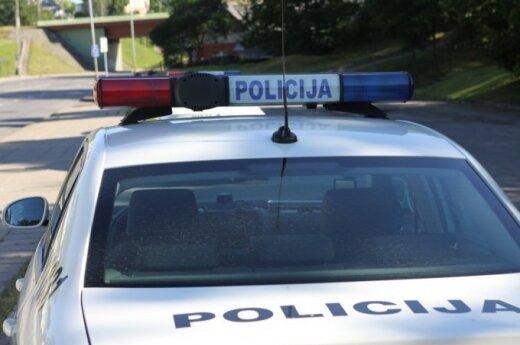 Įsiutusi kaunietė policininkus mušė, o kaunietis pareigūnui įkando į koją