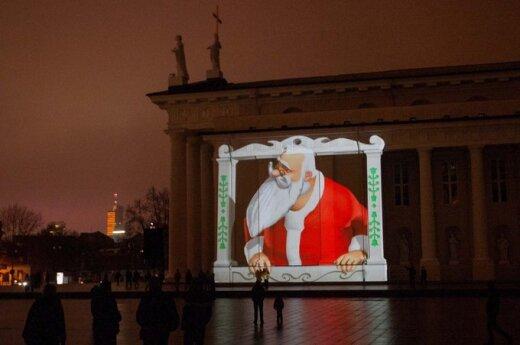 В Вильнюсе по Кафедральному собору прогулялся Дед Мороз