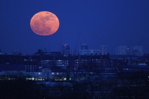 Księżycowy pył jest śmiertelnie niebezpieczny dla człowieka