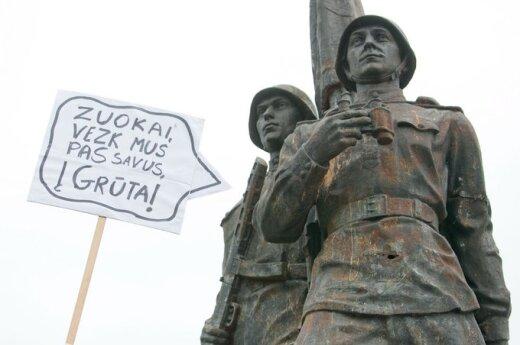 Tautininkai ragina Žaliojo tilto skulptūras išvežti į Grūtą, o J.Pilsudskio palaikus – į Varšuvą