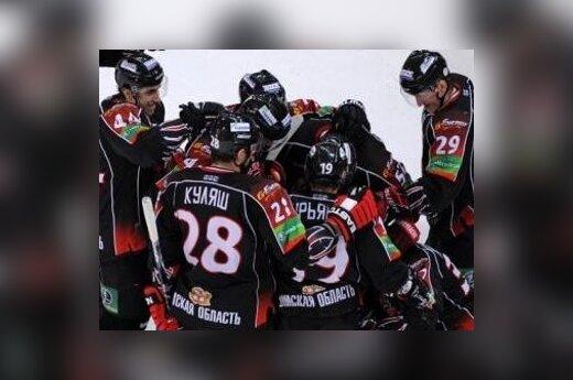 Уже на 6 секунде матча вспыхнула драка хоккеистов