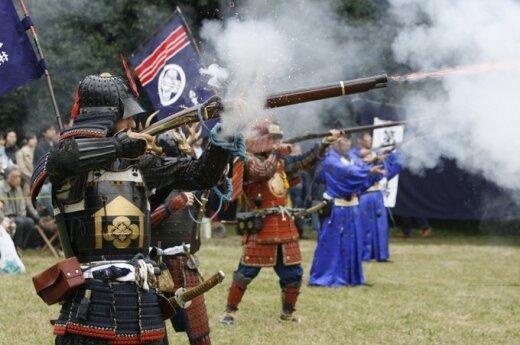 Veido pudra, vynas, degalai ir samurajų saulėlydis: kas juos sieja?