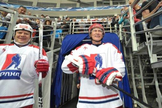 Rosja: Putin gra w hokeja