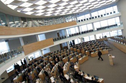 Парламент нехотя одобряет сокращение зарплат политиков