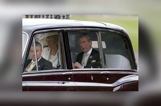 Princas Charlesas ir Camilla Parker Bowles atvyksta į savo vestuves.