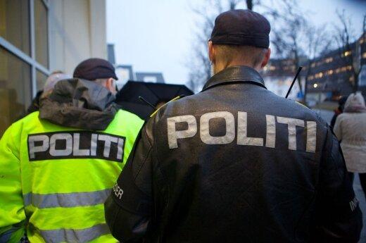 Norėdamas apsaugoti vaikus nuo Norvegijos tarnybų, išsiuntė juos iš šalies