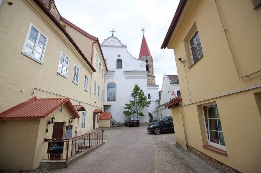 Dviejuose Vilniaus senamiesčio kiemuose apmokestins automobilių stovėjimą