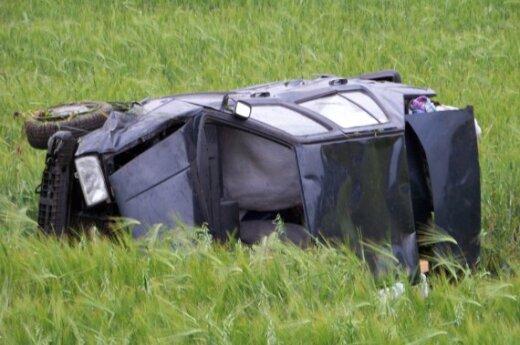 Семья из перевернувшегося авто отделалась легкими царапинами