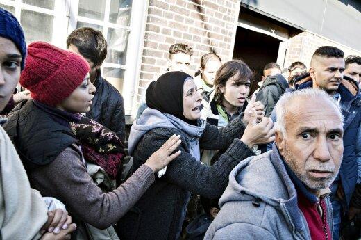 Франция приняла первых беженцев, Дания закрыла дороги в Германию