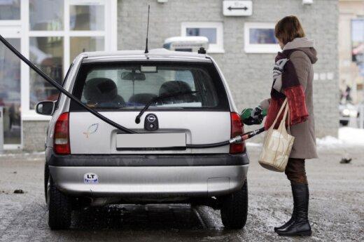Из-за налогообложения в страну ввозят меньше дешевого топлива