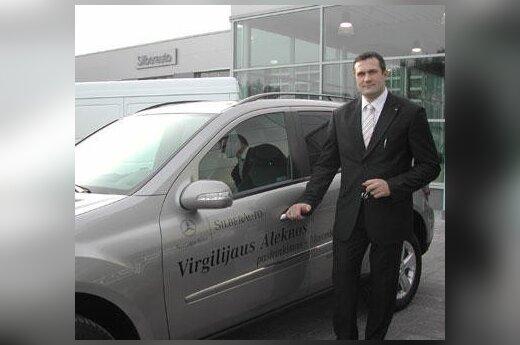 """Virgilijus Alekna prie """"Mercedes Benz 500 ML"""""""