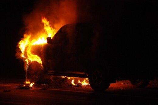 Kelyje Vilnius-Panevėžys degė džipas