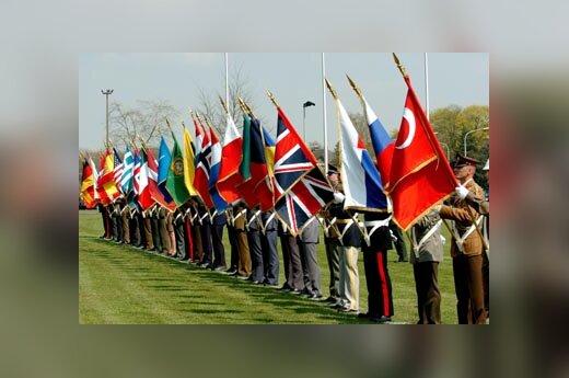 Naujųjų NATO narių vėliavos Aljanso pajėgų vyriausioje vadavietėje Europoje