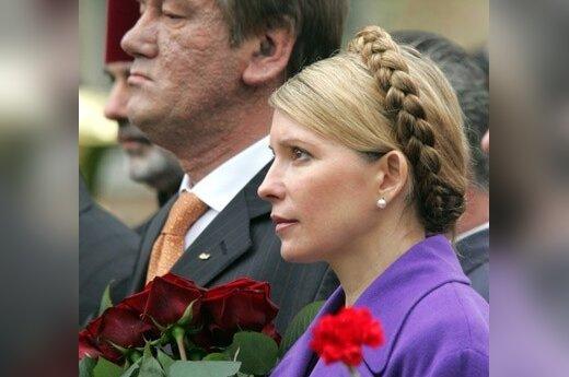 Ukrainos prezidentas Viktoras Juščenko ir premjerė Julija Timošenko pagerbia Černobylio aukas.