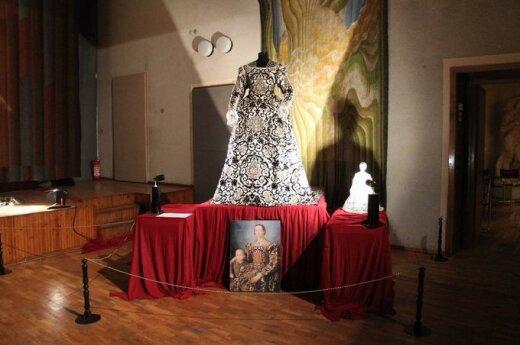Radvilų rūmuose - Renesanso kostiumų ekspozicija