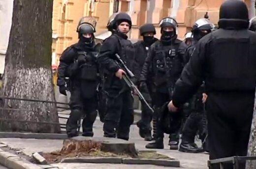 """Губернатор Астрахани готов предоставить убежище бойцам """"Беркута"""""""