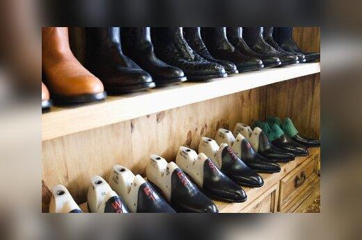 В обувных магазинах не осталось зимней обуви