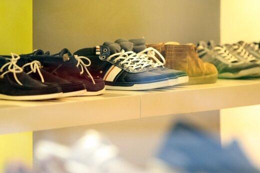 Intrigos batų parduotuvėje: buvusi darbuotoja papasakojo apie darbo užkulisius